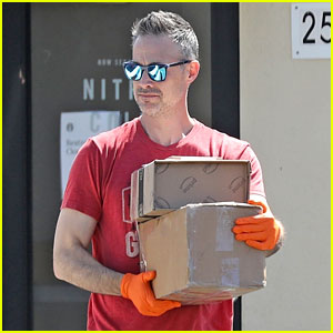 Freddie Prinze Jr Takes Extra Precaution at the Post Office