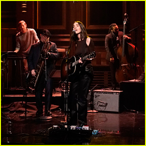 HAIM Perform 'Summer Girl' on 'Tonight Show' - Watch Here!