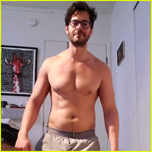 Jayson Blair Goes Shirtless While Doing the Push-Up Challenge!