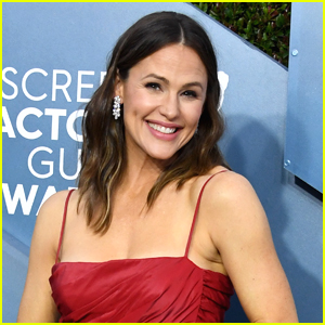 Jennifer Garner Calls To The Young Artists Whose School Shows Got Cancelled: 'I Want To See!'