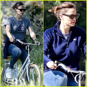 Jennifer Garner Heads Out On Solo Bike Ride!