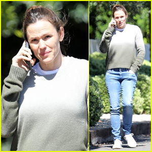 Jennifer Garner Steps Out After Announcing New Campaign with Amy Adams