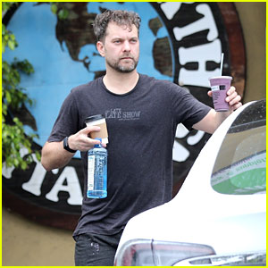 Joshua Jackson Picks Up a Smoothie After Working Up a Sweat