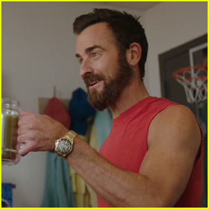 Justin Theroux Makes Surprise Appearance on 'Saturday Night Live' to Help Kyle Mooney Get Buff - Watch!