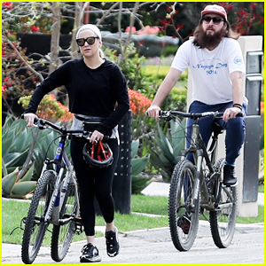 Kate Hudson & Danny Fujikawa Enjoy Bike Ride Amid Coronavirus Concerns
