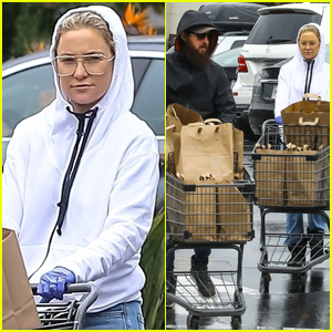Kate Hudson & Danny Fujikawa Wear Gloves While Shopping Amid Coronavirus Concerns