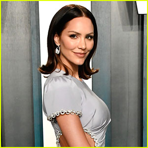 Katharine McPhee Performs 'Open Toes' for First Time Since 2007 During Live Stream from Home!