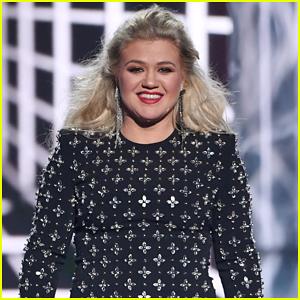 Kelly Clarkson Reveals What She's Doing During Coronavirus Quarantine
