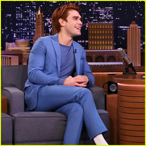 KJ Apa Teases Surprise-Filled 'Riverdale' Graduation Finale!