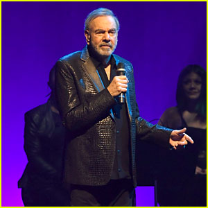 Neil Diamond Returns to the Stage Two Years After Retiring Due to Parkinson's Diagnosis