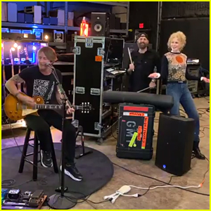 Nicole Kidman Sings & Dances with Keith Urban During His Home Concert
