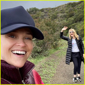 Reese Witherspoon Shows How She Hangs Out With Laura Dern While Socially Distancing!