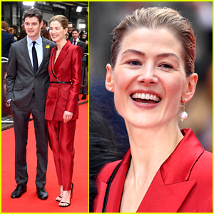 Rosamund Pike Wears One Pearl Earring To 'Radioactive' Premiere in London
