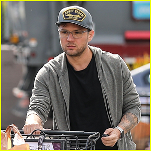 Ryan Phillippe Stocks Up on Groceries, Announces Live Stream Acting