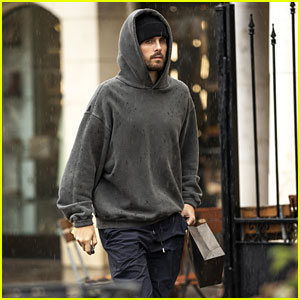 Scott Disick Goes Jewelry Shopping While Rest of the World Goes Panic Shopping