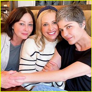 Selma Blair Grabs Lunch With Sarah Michelle Gellar & Shannen Doherty