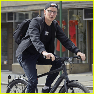 Anderson Cooper Visits Pal Andy Cohen From Outside His Window While Social-Distancing!