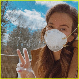 'The Bachelor' Star Caroline Lunny Reveals Coronavirus Diagnosis After Facing Criticism for Wearing Mask