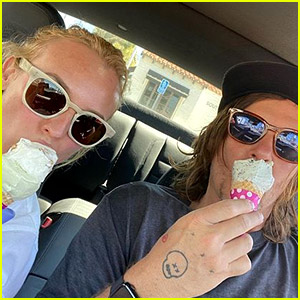 Diane Kruger Wears Latex Gloves During an Ice Cream Date with Norman Reedus