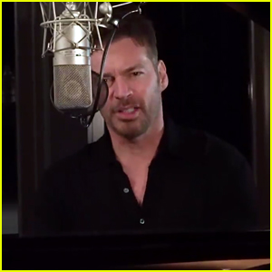 Harry Connick Jr. Performs National Anthem, Narrates Draft-A-Thon