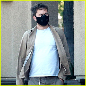 Dad-to-Be Joshua Jackson Protects Himself With a Mask While Grocery Shopping