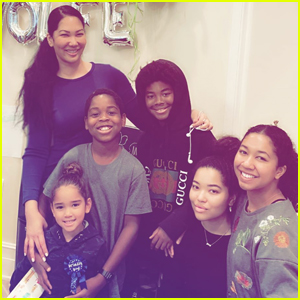 Kimora Lee Simmons Shares Family Photo with All Five Kids!