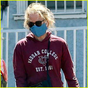 Felicity Huffman Supports Daughter's College Choice By Wearing Vassar Sweatshirt