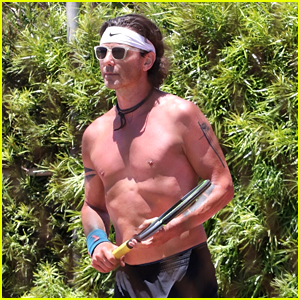 Gavin Rossdale Goes Shirtless & Flaunts Fit Body at 54!