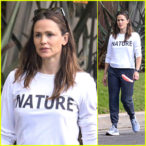 Jennifer Garner Takes a Stroll With Her Kids Amid Quarantine