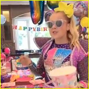 JoJo Siwa Throws Herself a JoJo Siwa-Themed Birthday Party!