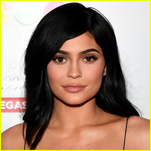 Kylie Jenner Shares Her License Photo & People Have Thoughts!