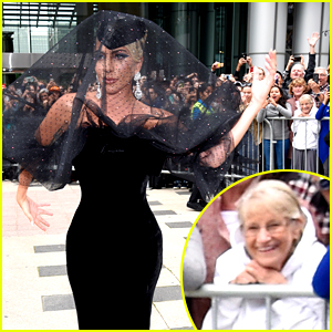 This Photo of Lady Gaga Being Admired By a Sweet Old Lady Is Going Viral