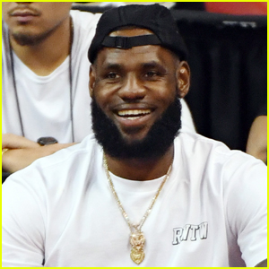 LeBron James Honored with Generation Change Award at Kids' Choice Awards 2020!
