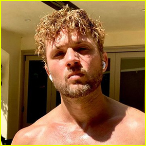 Ryan Phillippe Shares a Hot Shirtless Selfie Amid Quarantine: 'Over It'