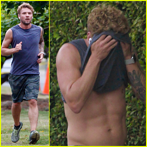 Ryan Phillippe Flashes His Abs While On a Run