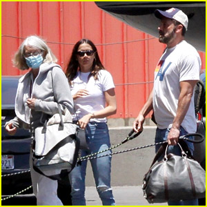 Ben Affleck & Ana de Armas Did Some Traveling with His Mom!