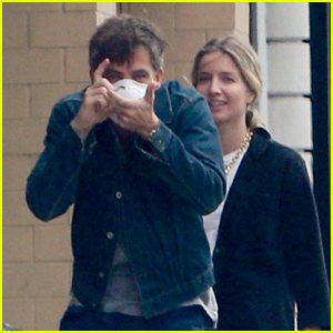 Chris Pine Jokes Around with Photographers While Out with Girlfriend Annabelle Wallis!
