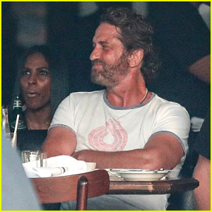 Gerard Butler Joins a Big Group of Friends for Dinner in Venice