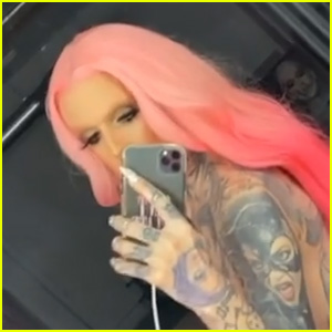 Jeffree Star Gets Cheeky & Shows Off 'Assets' With NSFW Video