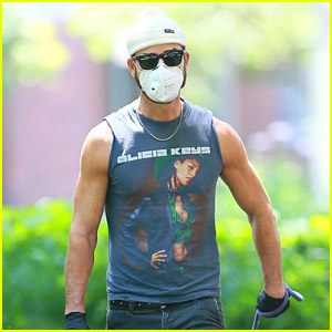 Justin Theroux Puts His Alicia Keys Love on Display During a Dog Walk