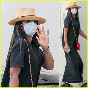 Kelly Rowland Waves Hello While Shopping at Bottega Veneta in Beverly Hills