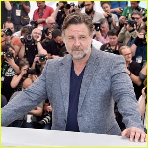 Russell Crowe Reveals the Original 'Gladiator' Script Was 'So Bad'