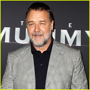 Russell Crowe Pays Tribute To A Cat He Rescued For His Mom With Touching Story on Twitter