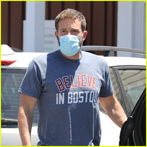 Ben Affleck Wears a Mask While Grabbing Lunch in Brentwood