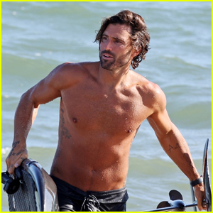 Brody Jenner Shows Off Fit Body Going Shirtless at the Beach!