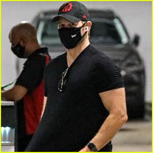 Chris Pratt Returns to L.A. After Shooting 'Jurassic World 3,' Looks Buff in Latest Sighting!