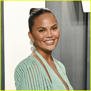 Chrissy Teigen Shares Photo From Breast Implant Removal Surgery & Scars