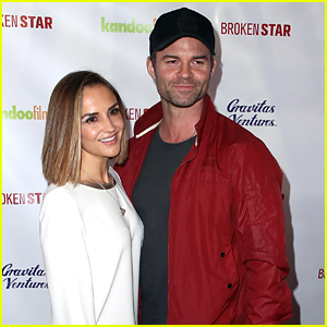 Daniel Gillies Files For Divorce From Rachael Leigh Cook A Year After Split