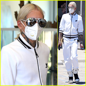 Jeffree Star Goes Shopping in Mask Amid Controversy