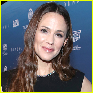 Jennifer Garner Gives Support & Advice to Fan Who Reaches Out After Suffering Emotional Abuse